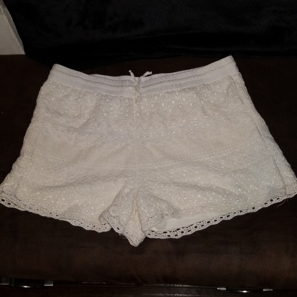 JUN & IVY CROCHET  SHORTS